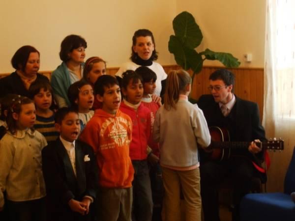 Centrul de Zi al Surorilor Piariste, beneficiarul unui sprijin ieşit din comun al Primăriei, a fost inaugurat azi