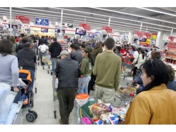 Parlamentarii vor să închidă supermarketurile duminica