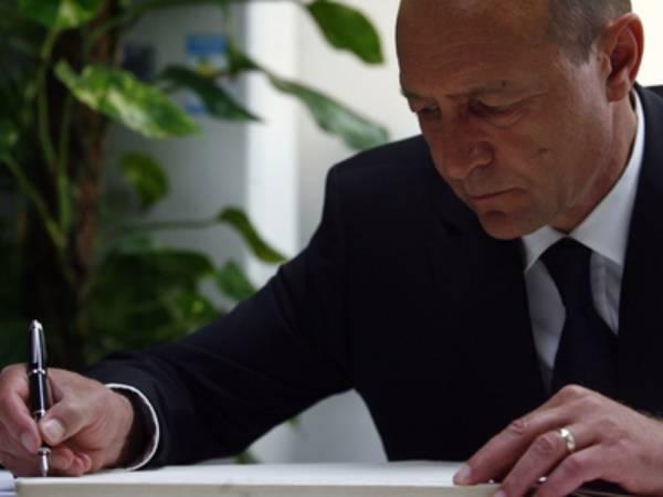 Preşedintele Traian Băsescu a transmis, luni, un mesaj cu ocazia Zilei Maghiarilor de Pretutindeni, în care le spune etnicilor maghiari din România să fie mândri şi de calitatea lor de cetăţeni români.