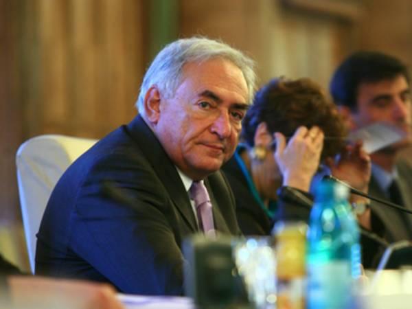 Strauss-Kahn: Unii români şi-ar putea pierde slujbele în următoarele luni