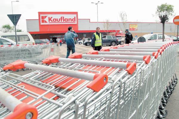 Kaufland soseşte noaptea, cu tirurile