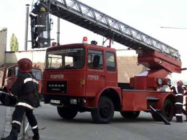 Intervenţii ale pompierilor careieni