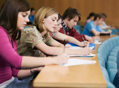 """Din cauza bacului """"slab"""", universităţile pregătesc un examen paralel"""