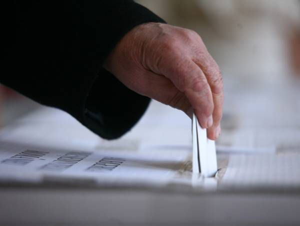 Comasarea alegerilor vine la pachet cu redesenarea colegiilor electorale