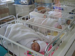 """Bebelușii încep """"să simtă"""" de la trei luni. Inovație în depistarea autismului"""