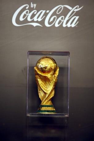 Peste 7.700 de fani s-au fotografiat cu trofeul Cupei Mondiale
