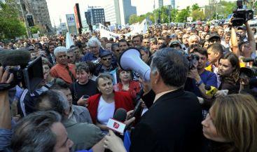 Funcţionarii publici intră in grevă generală pe 5 mai