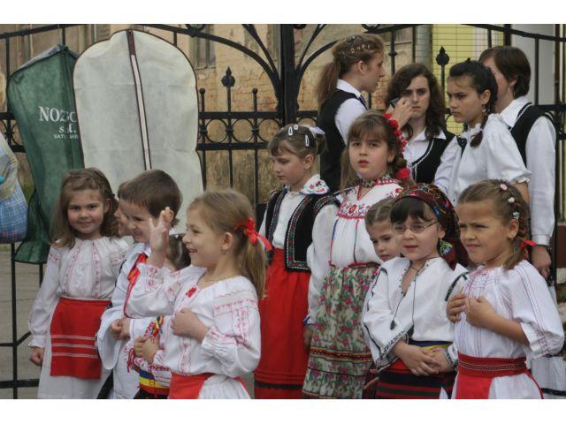 Spectacol folclor, dansuri şi muzică uşoară + Galerie Foto