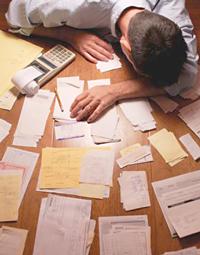 """Statul """"ajută"""" firmele cu mai multă birocraţie"""