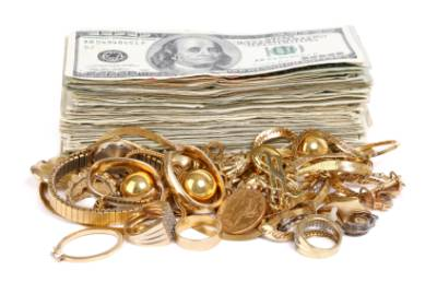 Specialiştii îi sfătuiesc pe români să investească în aur