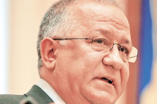 Înşelătoria bancară de la Braşov: directoarea rostogolea banii din conturi şi ţinea evidenţa în agendă