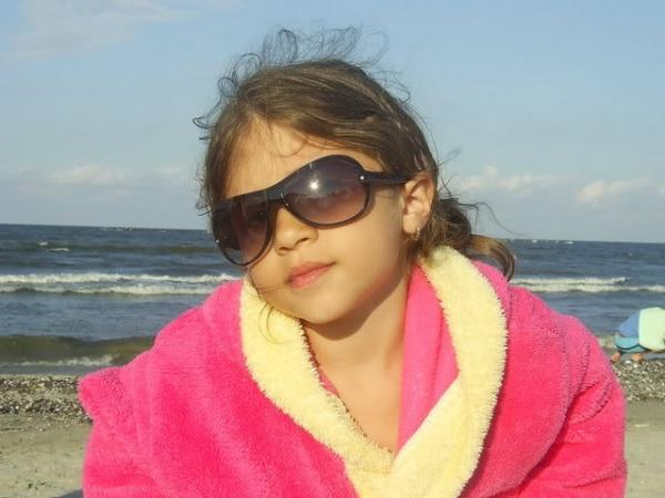Ochelarii de soare protejează vederea copilului tău