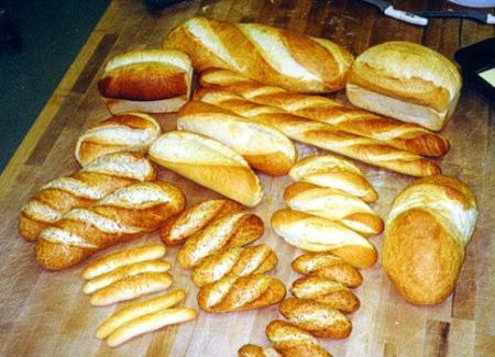 Mai mult de jumătate dintre sortimentele de pâine din România conţin E-uri