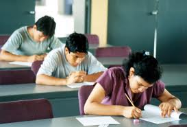 Bacalaureat 2012. Aproape un sfert dintre absolvenţii promoţiei 2011-2012 nu s-au înscris la examen