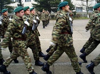 Tinerii între 20 şi 35 de ani vor fi înrolaţi în Armata Română?