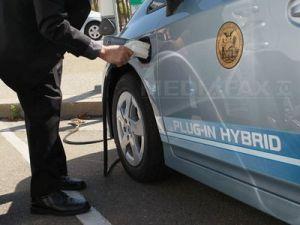 Guvernul va introduce stimulente fiscale pentru producerea şi cumpărarea maşinii electrice