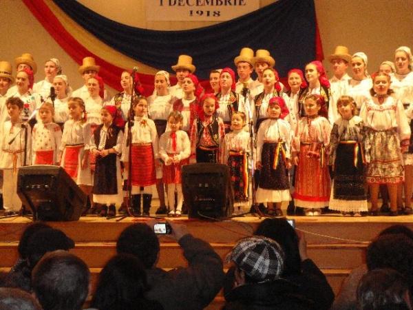 La Mulţi  Ani  România   !  – spectacole dedicate Zilei Naţionale