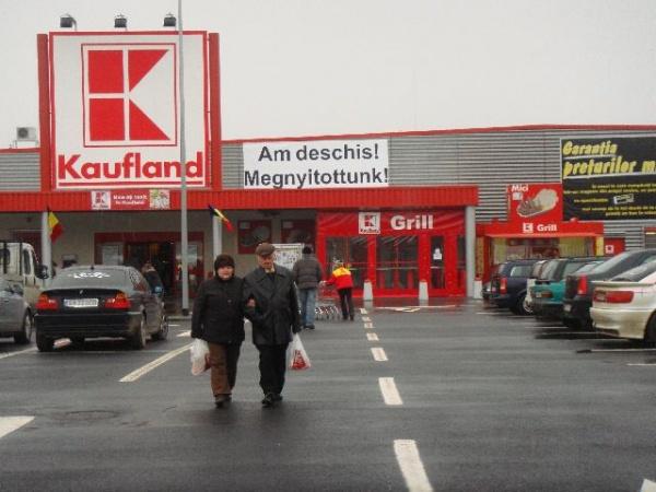 S-a tăiat panglica la Kaufland Carei