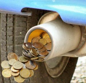 De astăzi, intră în vigoare noua taxă de poluare auto