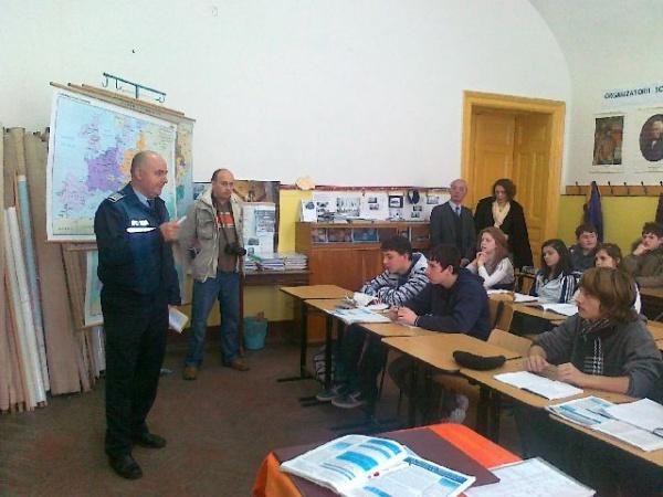 Poliţia de Proximitate in vizită la elevii de la Maniu