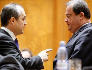 Băsescu forţează demisia lui Boc şi retragerea lui Blaga