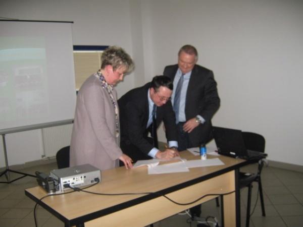 Parteneriat educativ între Continental şi Şcoala Nr. 1 din Carei