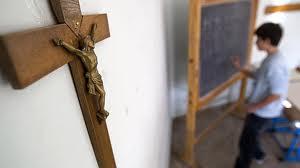 MAE salută decizia CEDO în cazul expunerii crucifixurilor în şcolile publice