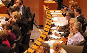 Europarlamentarii au dreptul la masaje şi operaţii de reducere a sânilor pe bani publici