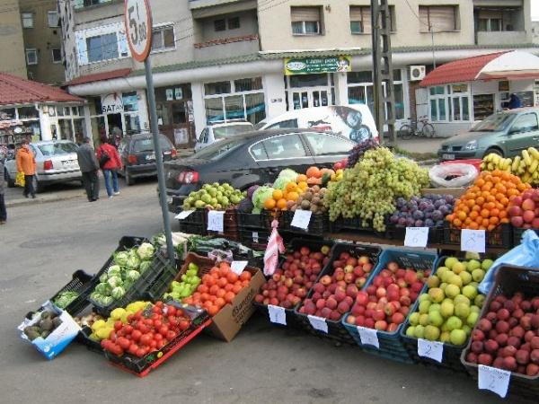Mai mult de 90% dintre fructele şi legumele din pieţele româneşti sunt iradiate