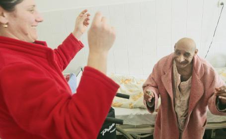 Omul care sfidează moartea: are 97 de ani şi suferă de o boală care ar fi trebuit să-l doboare de tânăr