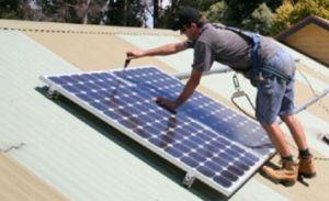 Panouri solare pe bloc, la jumătate din preţ prin programul Casa Verde