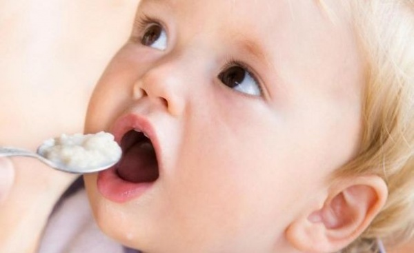 Contaminare cu arsenic şi alte toxine în mâncarea pentru bebeluşi de la HiPP şi Nestle