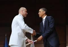 Primul român absolvent al Academiei Gărzii de Coastă din SUA, felicitat de Obama