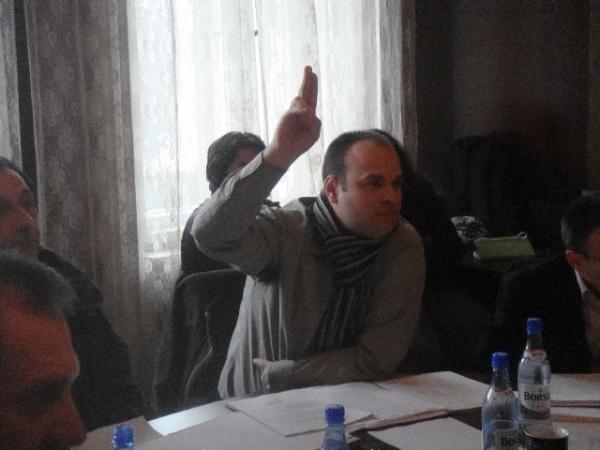 """Opinii de consilier :""""Mai mult dialog""""  spune Konglovics iar Bucureştean acuză :prostituţie politică pe bani publici"""