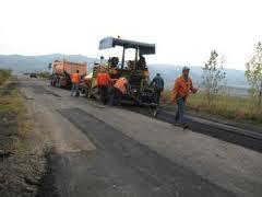 Consiliul Judeţean anunţă lucrări de plombare pe 500 km drumuri judeţene