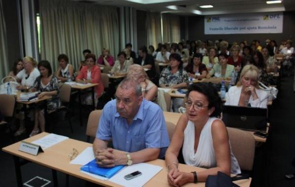 """Prima ediţie a programului """"Femeile liberale pot ajuta România"""""""