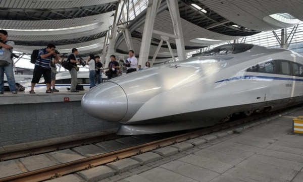 "Infrastructură ""made in China"": Cum arată trenul care prinde 380 km/h"