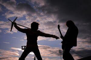 Peste 500 de persoane lucrează la pregătirea concertului Bon Jovi de la Bucureşti