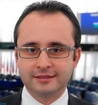 Un europarlamentar român sesizează Comisia Europeană despre accesul limitat la tratament a pacienţilor români