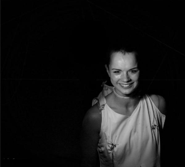 Actriţa Iulia Benze pe scena de acasă