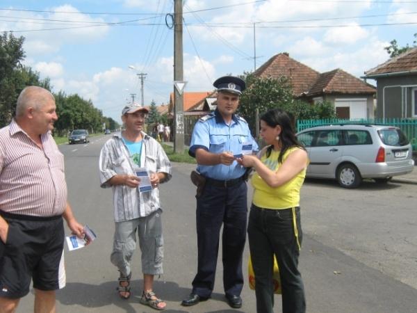 Se angajează 2500 poliţişti din rândul civililor