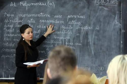Obtinerea gradaţiei de merit pentru cadre didactice necesită acte doveditoare din ultimii 4 ani