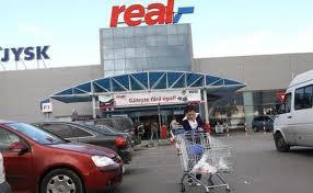 Real pleaca din România – Magazinele ar putea fi preluate de Auchan
