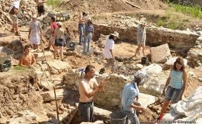 Frescă romană descoperită la Sarmizegetusa romană. Săpăturile nu pot continua, pentru că Ministerul Culturii a blocat fondurile alocate