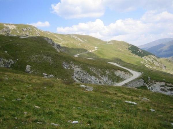 Deasupra norilor! Transalpina, cea mai inaltă şosea din România