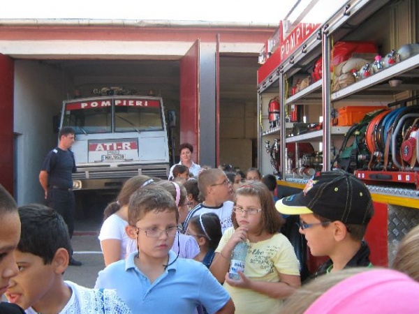 Activităţi de Ziua Porţilor Deschise la Pompieri