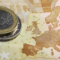 Bogaţii Europei vând euro şi cumpără dolari sau yeni