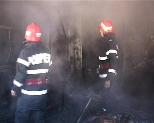 Noapte fierbinte pentru pompieri