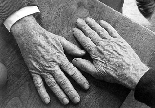 """Curs  gratuit de formare profesională  """"Ingrijitoare bătrâni la domiciliu"""