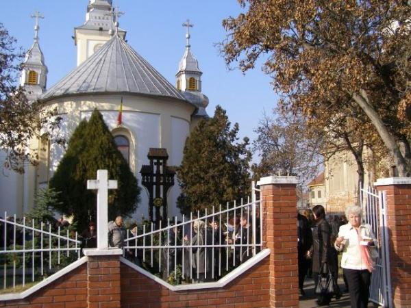 """Hramul Bisericii """"Sfinţii Arhangheli Mihail şi Gavril""""din Carei"""